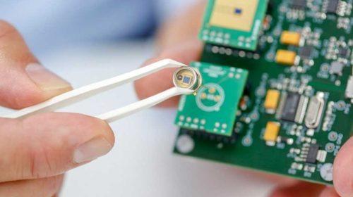 Detektor, který promění mobil v kapesní laboratoř